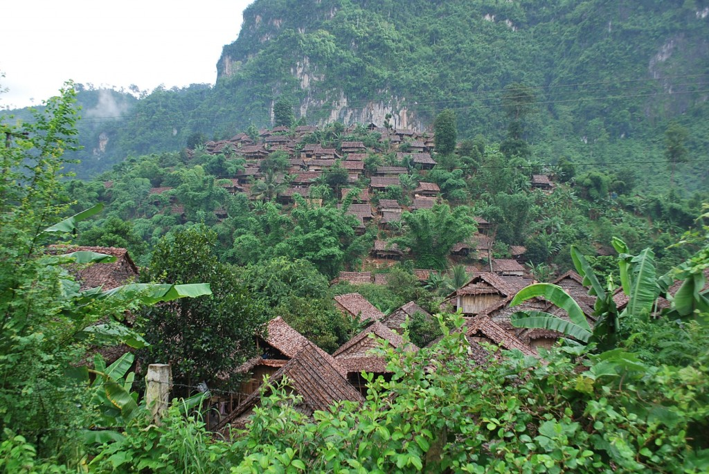 Mae La refugee camp, north of Mae Sot in Thailand, and home to tens of thousands of Burmese refugees from a region where drug resistant malaria is re-emerging (Photo: Simon Roughneen)