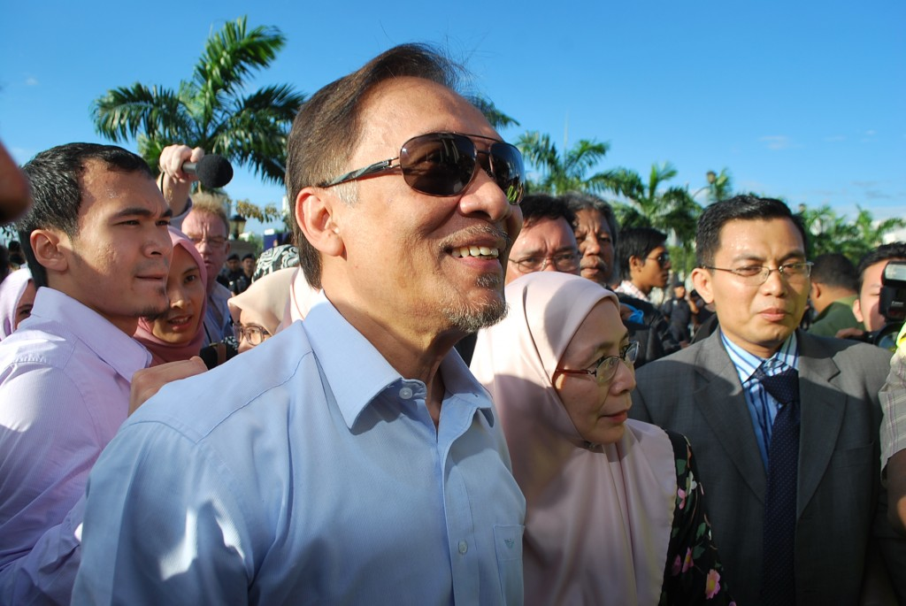 Anwar Ibrahim arrives at court in Kuala Lumpur on Jan 9. 2012 for verdict in sodomy trial (Photo: Simon Roughneen)