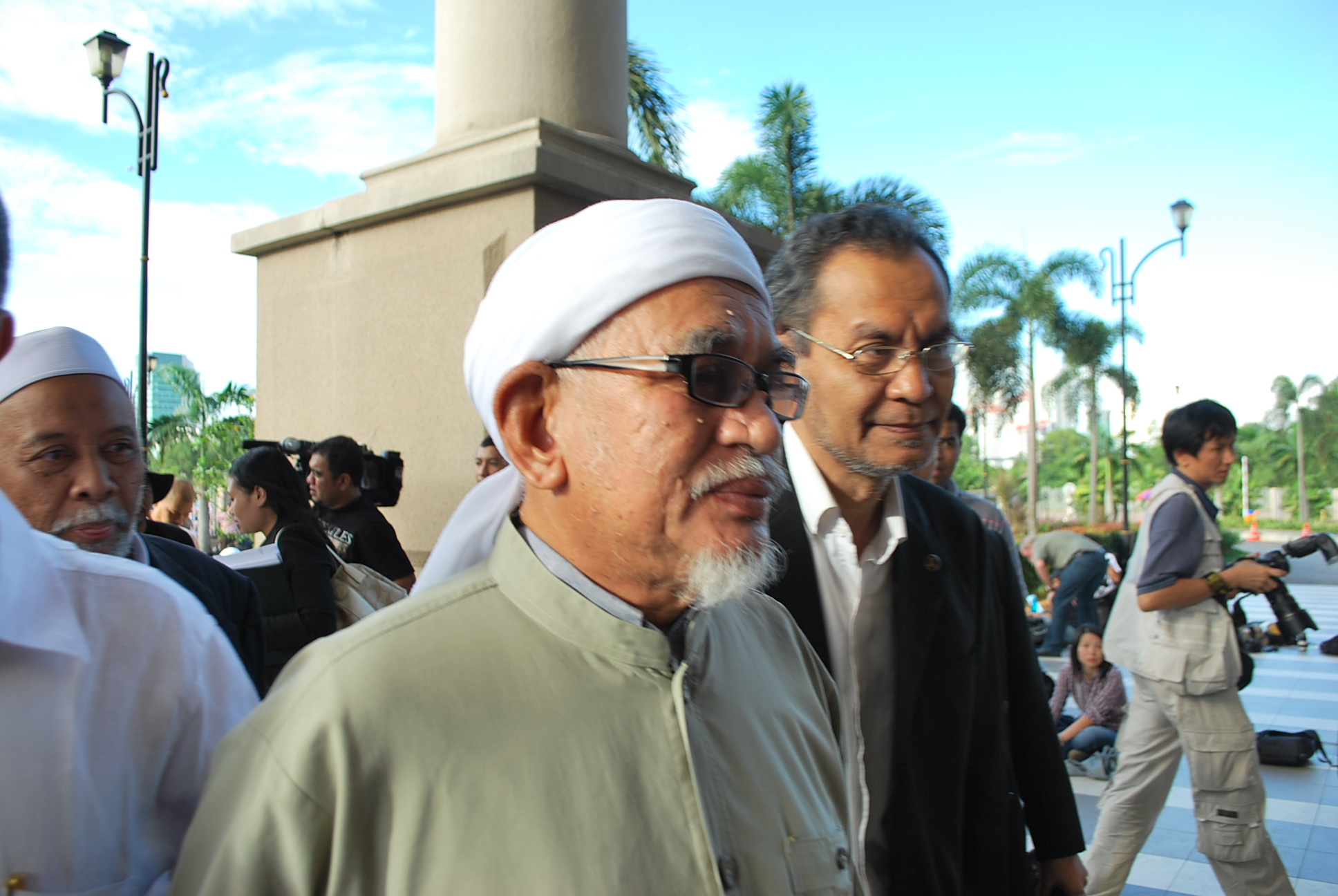 Leader of Malaysia's Islamist party PAS Abdul Hadi Awang arrives at the court for verdict in Anwar Ibrahim sodomy trial last January (Photo: Simon Roughneen)
