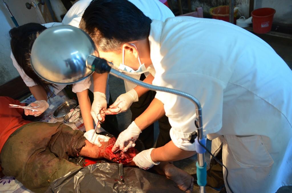 Doctors perform emergency surgery on Marip Ma Seng earlier today (Photo: Simon Roughneen)