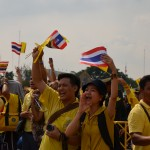 Thais cheer as King Bhumibol Adulyadej appears at Bangkok Royal Plaza on Wednesday Dec. 5 (Photo: Simon Roughneen)