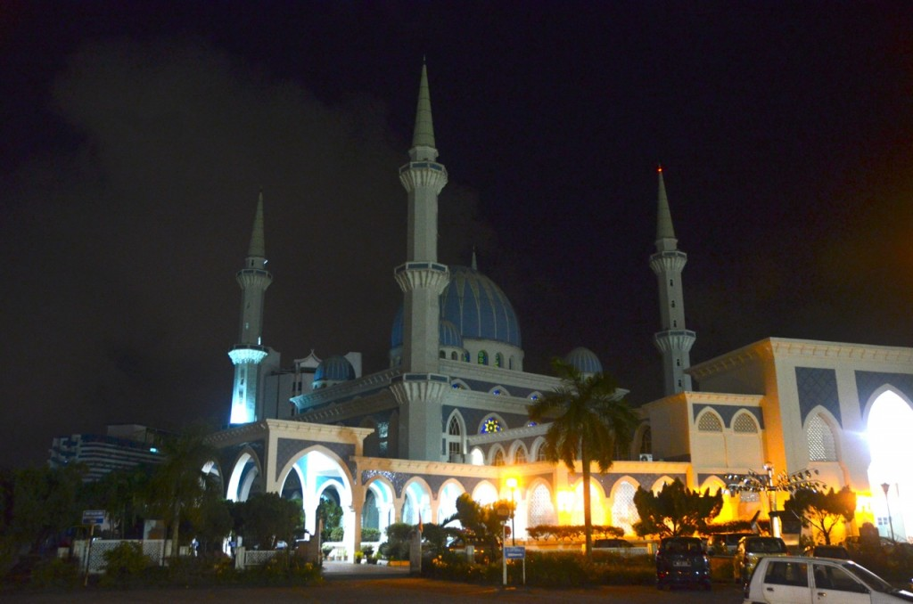The main mosque in Kuantan, a town on Malayia's east coast that has been at the centre of an environmental dispute involving the processing of rare earths by an Australian company. (Photo: Simon Roughneen)