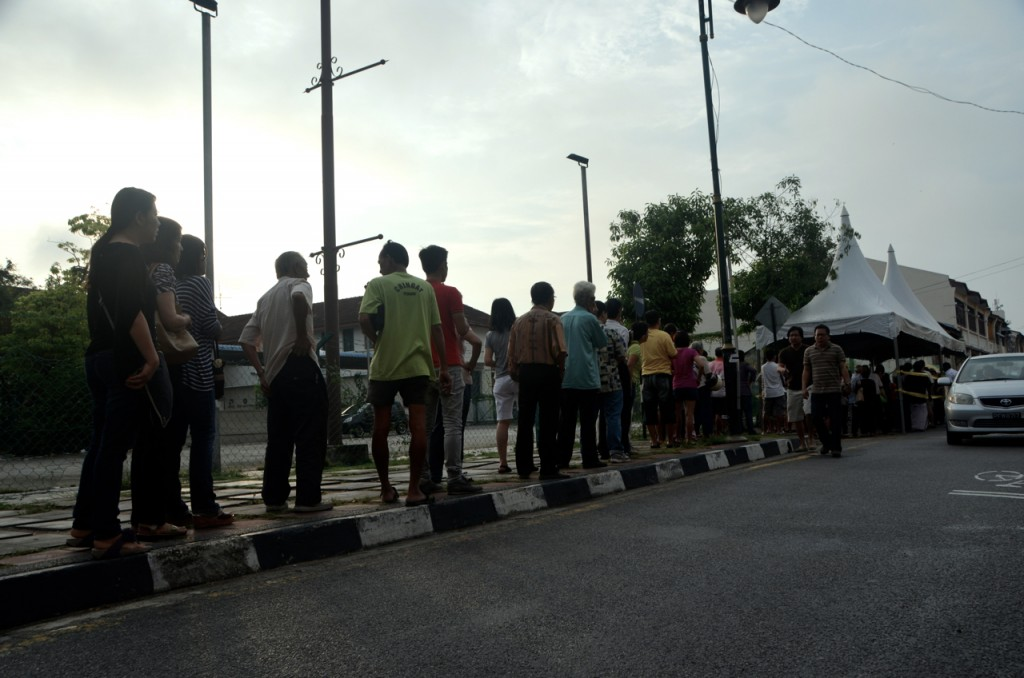 Lining up to vote in Malaysia's election, early morning May 5 in Penang state (Photo: Simon Roughneen)
