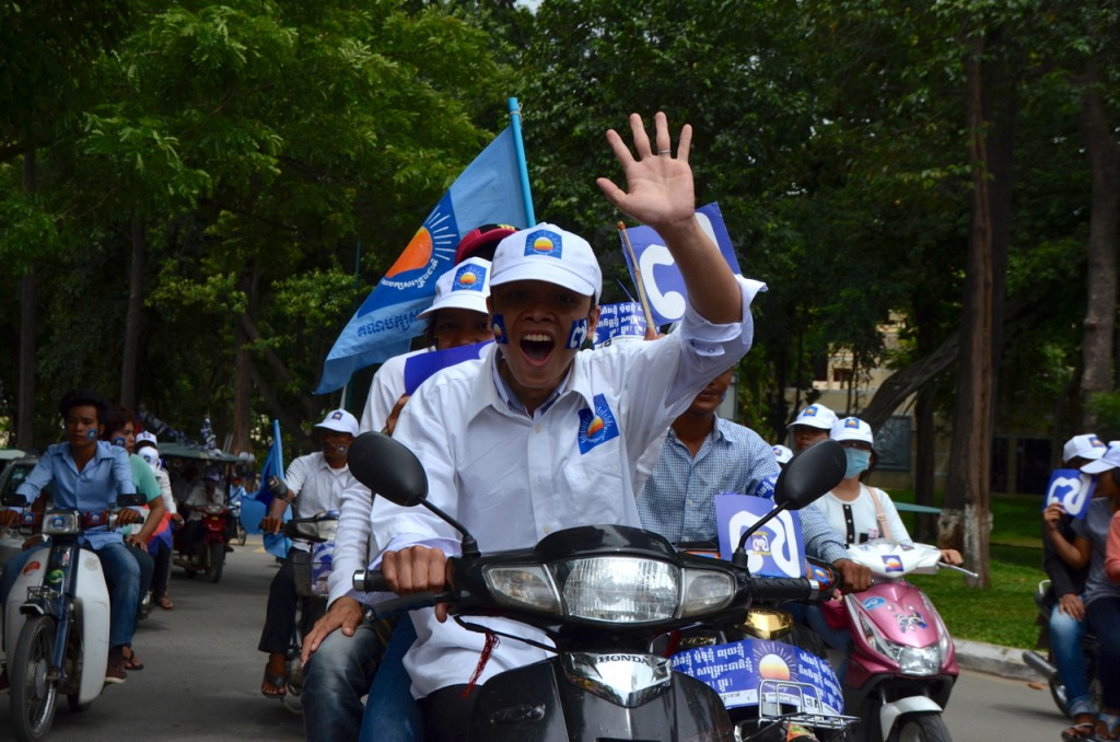 Supporters of the opposition CNRP driving around Phnom Penh Friday, close to Wat Phnom (Photo: Simon Roughneen)
