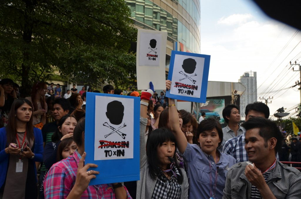 Anti-Thaksin signs a re a recurring sight among the protestors (Photo: Simon Roughneen)