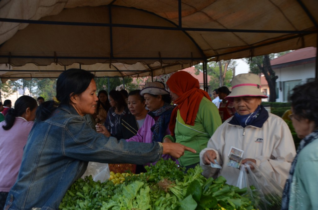 Business gets going at That Luang market, early on December 11 2013 (Photo: Simon Roughneen)