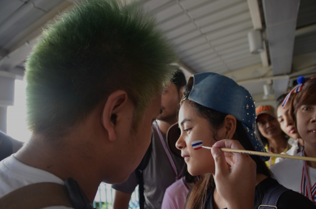 Protestors line up to have faces painted in Thai national colours (Photo: Simon Roughneen)