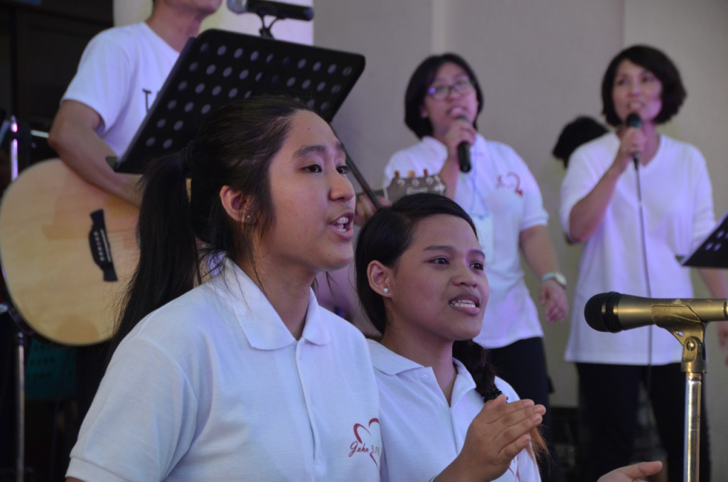Singers at concert organised in part by Dr Charlie Labarda's church group (Photo: Simon Roughneen)