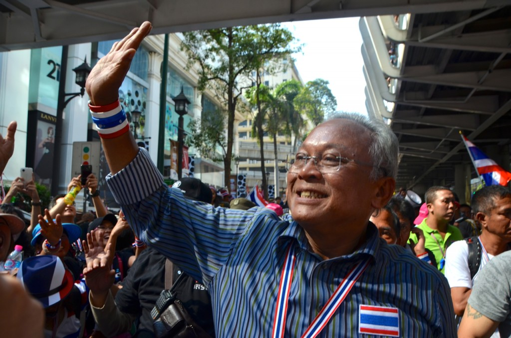 Thailand's anti-Government protest leader Suthep Thaugsuban greets supporters near Bangkok's central Ratchaprasong intersection on Monday afternoon (Photo: Simon Roughneen)