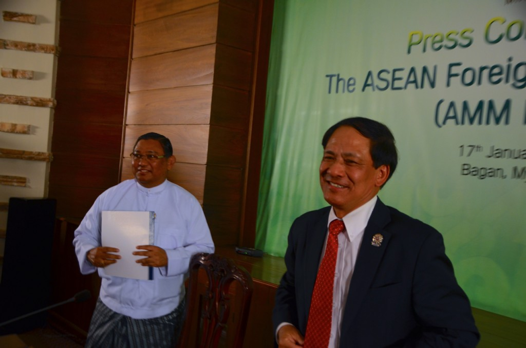 Burma Foreign Minister Wunna Maung Lwin (l) and ASEAN S-G Lê Lương Minh pictured after joint press conference in Bagan in January 2014 (Photo: Simon Roughneen)