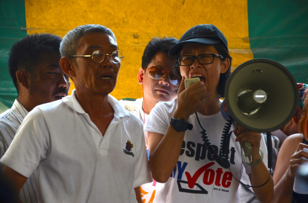 Disenfranchised voters, angry, at Din Daeng district office on Sunday Feb. 2 (Photo: Simon Roughneen)