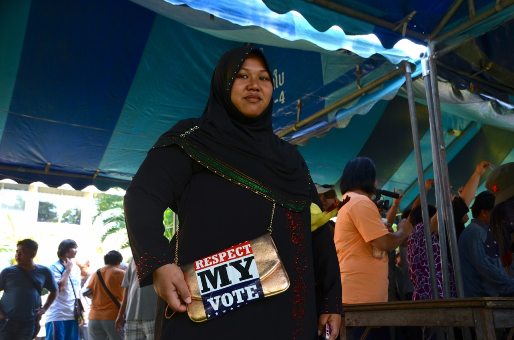 Another disenfranchised Thai voter, brandishing anti-protestor slogan (Photo: Simon Roughneen)