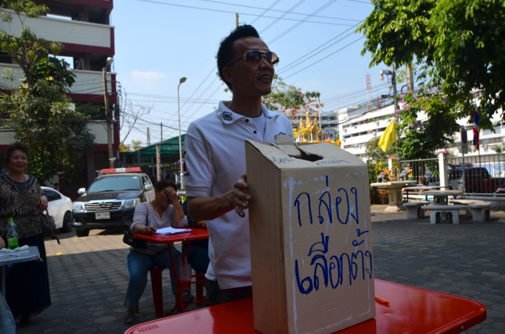 Voters, unable to cast their ballot at Phaya Thai, set up this mock voting center for those who could not vote, saying they would supply the names and 'votes' to the Thai election commission (Photo: Simon Roughneen)