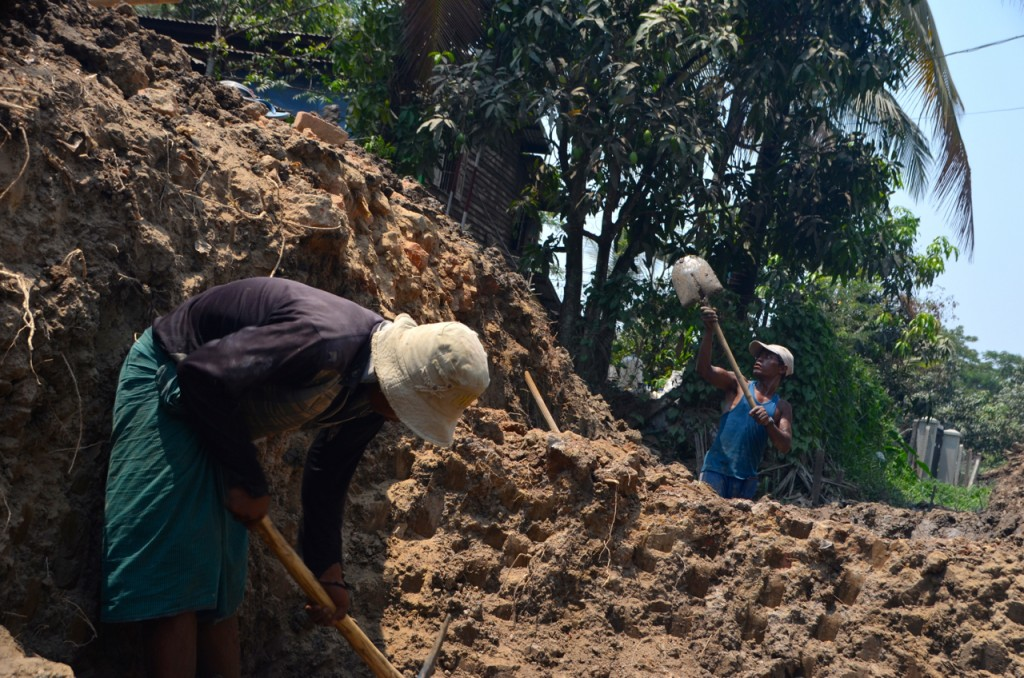 Men dig new water pipe in Rangoon's North Dagon township (Photo: Simon Roughneen