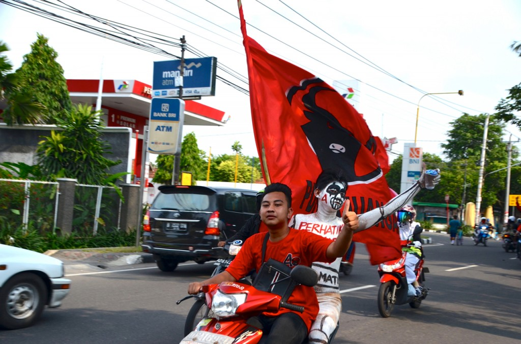 PDI-P supporters rally around Solo the weekend before the election (Photo: Simon Roughneen)