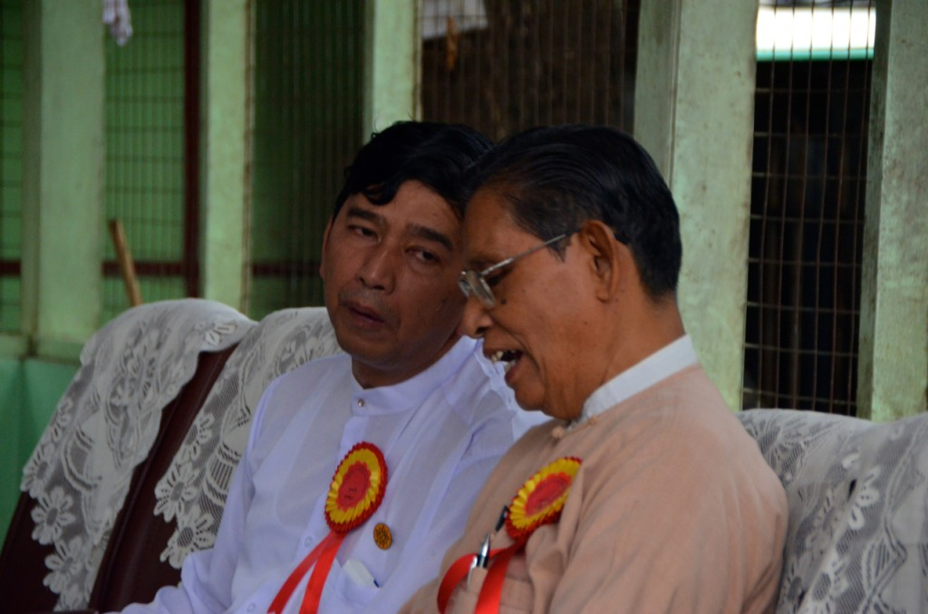 Former student leader Min Ko Naing (in white) and Tin Oo, a senior NLD member, chat before constitutional reform rally in Yangon on May 17 (Photo: Simon Roughneen)