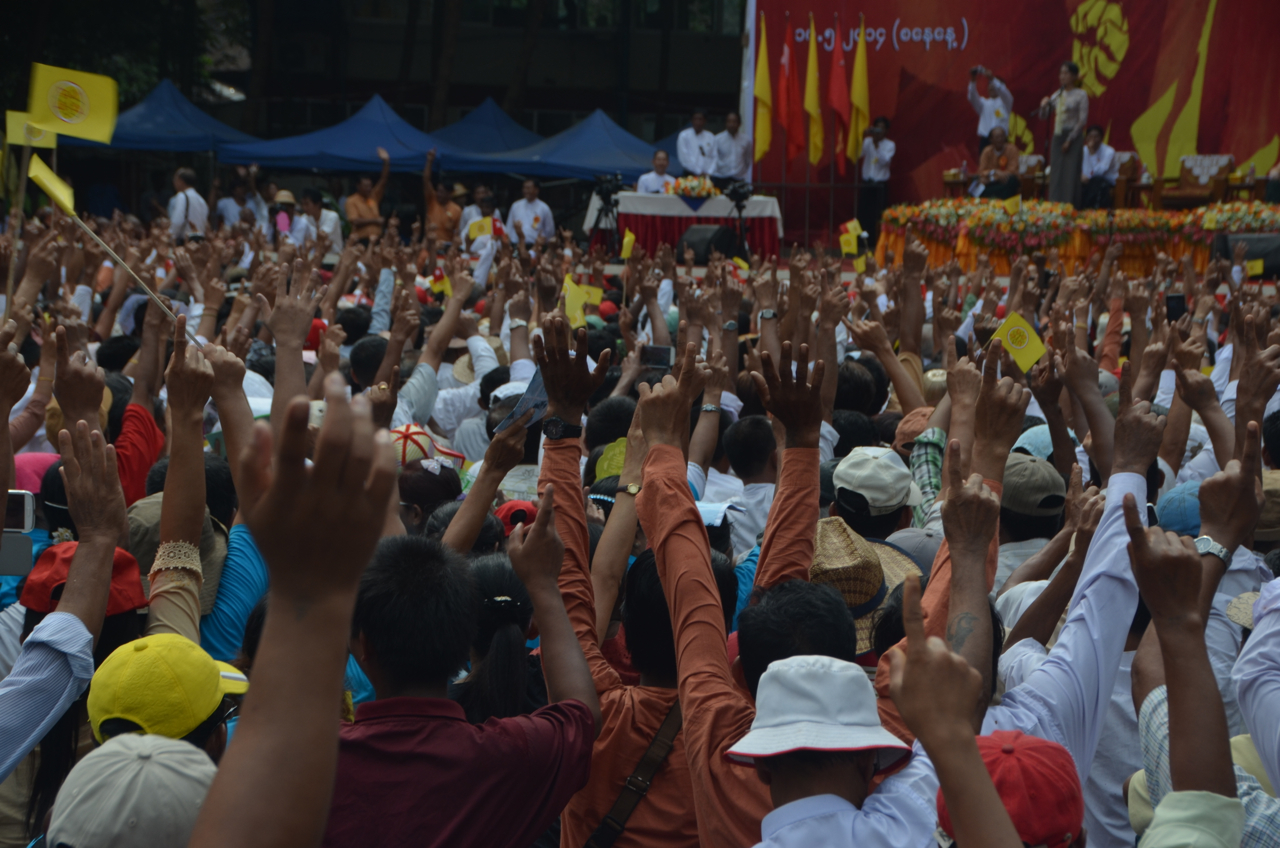 Yangon crowd reacts to Aung San Suu Kyi's exhortation to persuade the army to change the constitution (Photo: Simon Roughneen)