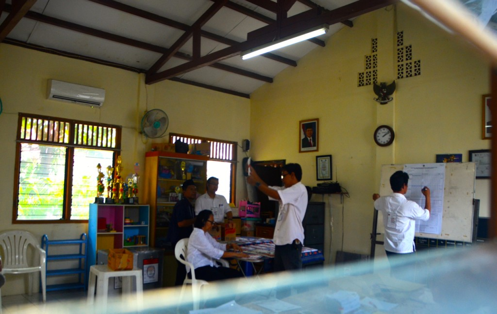 Vote counting at polling station on Jalan Lembang, Jakarta, on Wednesday afternoon July 9 2014  (Photo: Simon Roughneen)