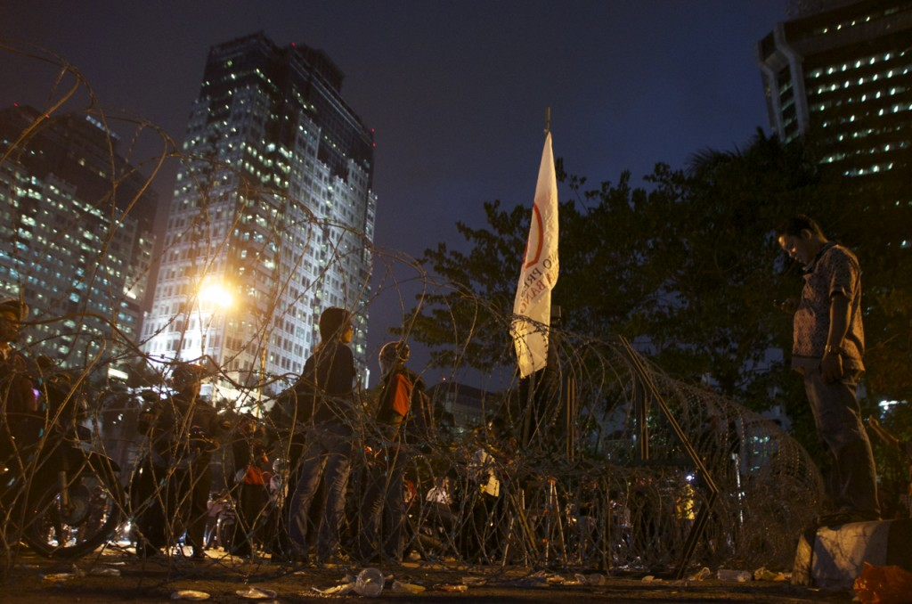At police barricade five hundred yards from Indonesia's Constitutional Court (Photo: Simon Roughneen)
