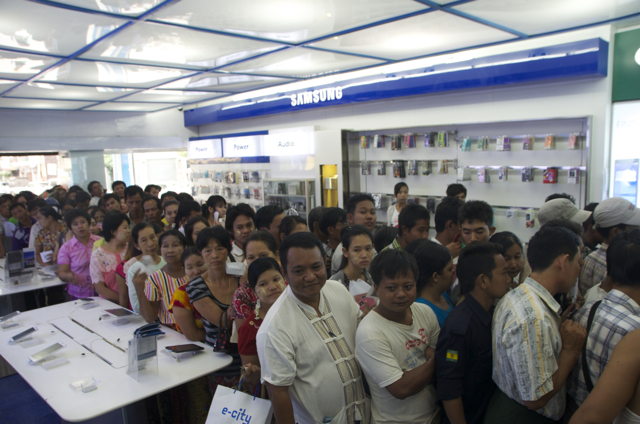 On Sept. 2 in Yangon, an early morning queue for MPT's new  3G SIM cards  (Photo: Simon Roughneen)