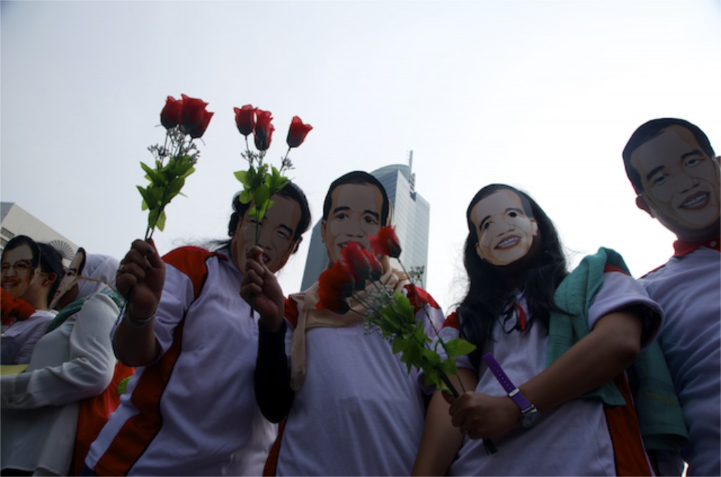 Supporters of Joko Widodo handout flowers to passers-by in downtown Jakarta on October 15 (Photo: Simon Roughneen)