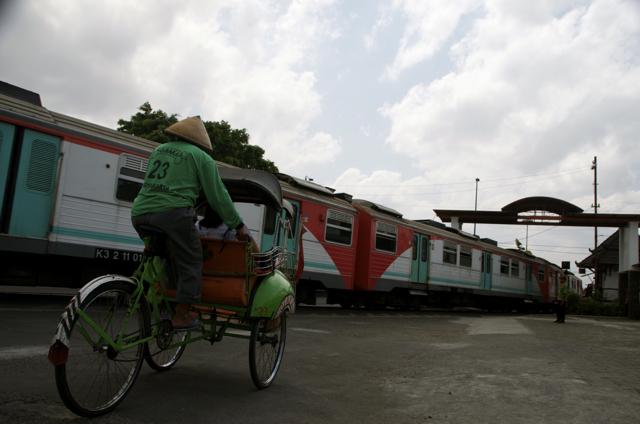 Outside the train station in Yogyakarta (Photo: Simon Roughneen)