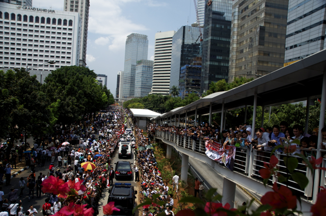 Crowds line one of Jakarta's main avenues on Oct. 20 to greet President Joko Widodo after his inauguration (Photo: Simon Roughneen)