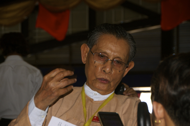 Tin Oo pictured at student meeting discussing new education law, Yangon, November 12 2014 (Photo: SImon Roughneen)