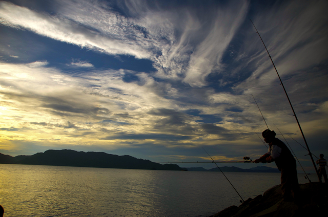 Fishing at Ulee Lheue shoreline outside Banda Aceh. When the tsunami made landfall at this location on Dec 26 2004, the waves were estimated to be around 25 meters high (Photo: Simon Roughneen)