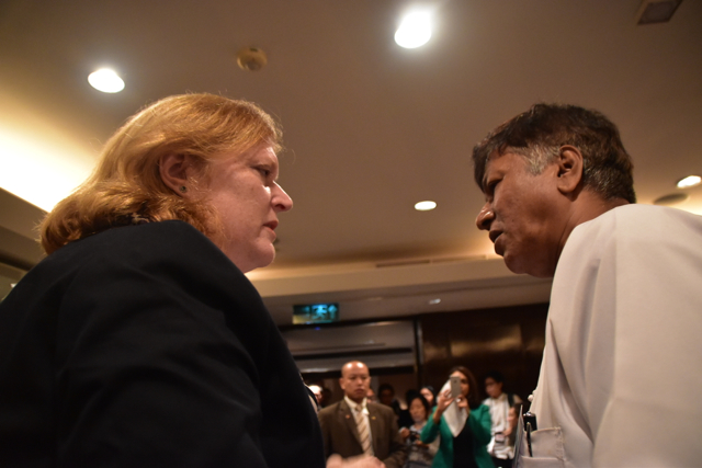 U.S Assistant Secretary of State for Population, Refugees, and Migration, Anne C. Richards talks with  Maung Kyaw Nu,President of Burmese Rohingya Association in Thailand (BRAT) in Bangkok on May 29 (Photo: Simon Roughneen)