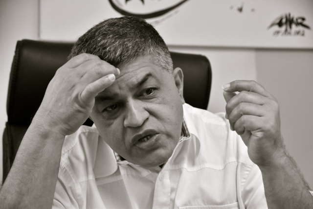 Zunar discussing the sedition case against him. (Photo: Simon Roughneen)
